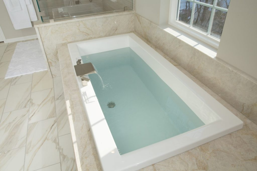 Bain Ultra air bath with aromatherapy